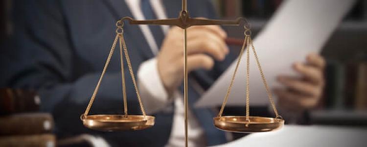 Applicabilità retroattiva delle scriminanti sopravvenute e riflessi sul giudicato