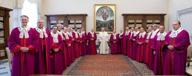"""Nuova stretta di Papa Francesco: """"Vescovi e cardinali giudicati da Tribunale ordinario"""""""